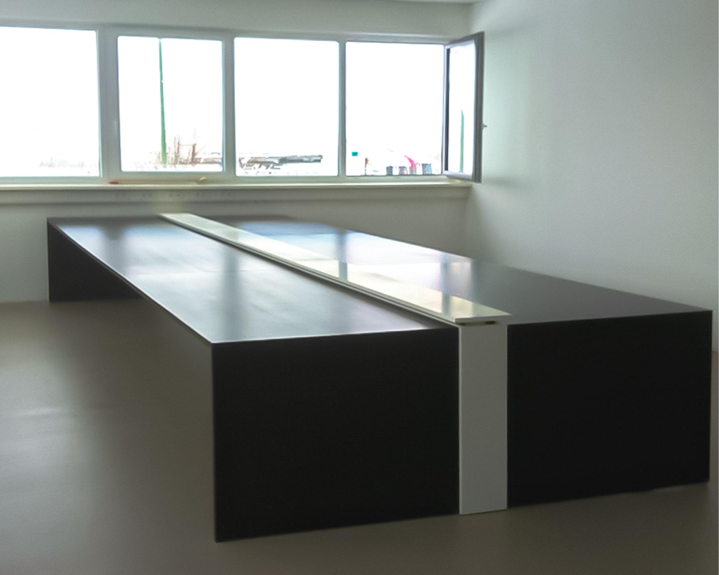 Büroausstattung Schreibtisch