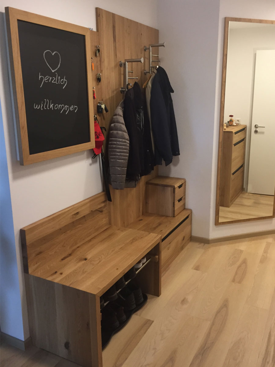 Garderobe mit Tafel