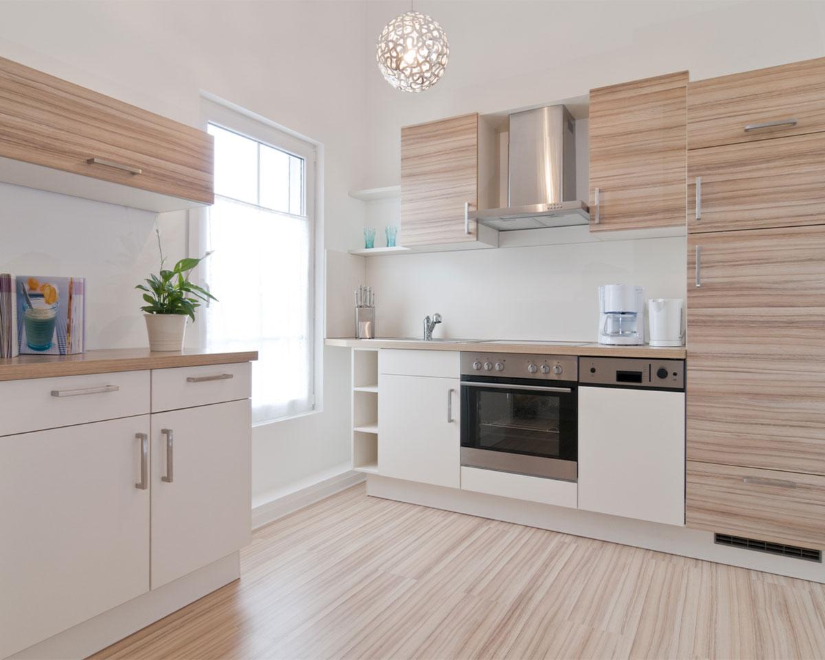 Küchenbeispiel weiß und Naturholz