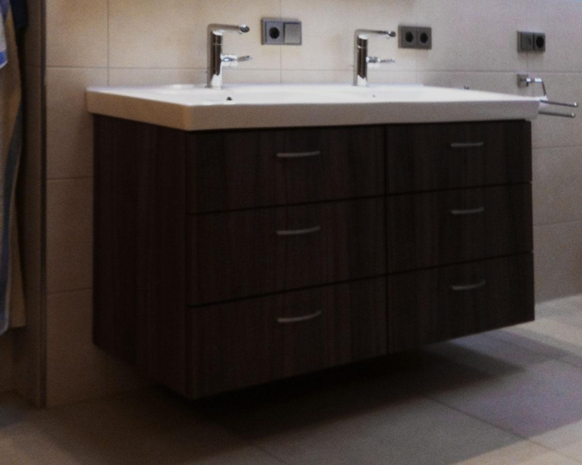 Beispiel Badschrank mit Waschbecken